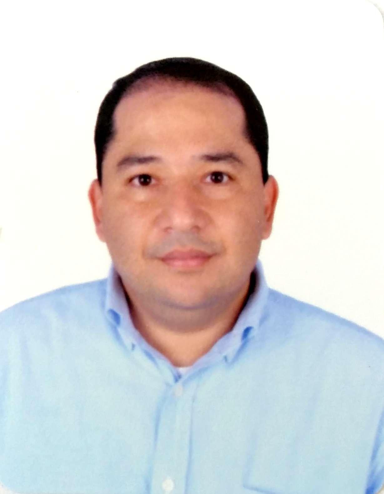 FOTO DR. ARDILA EN FONDO BLANCO